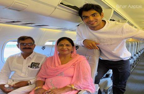 Neeraj Chopra with his Father and Mother-Bihar Aaptak